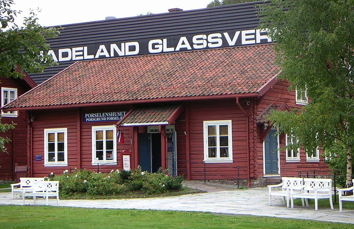 1200px-Hadeland_Glassverk.jpg